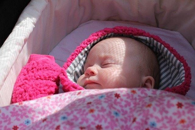 Cuándo puede viajar un recién nacido en coche